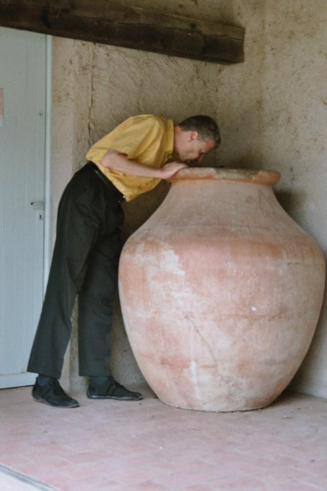 Figure 12 古罗马大坛子,法国南部,2004年10月